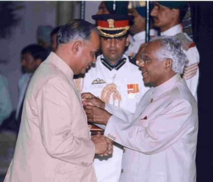 photograph of Prof Sharma receiving his award