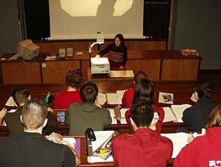 Silvana Cardoso giving fluid mechanics lecture in 2000