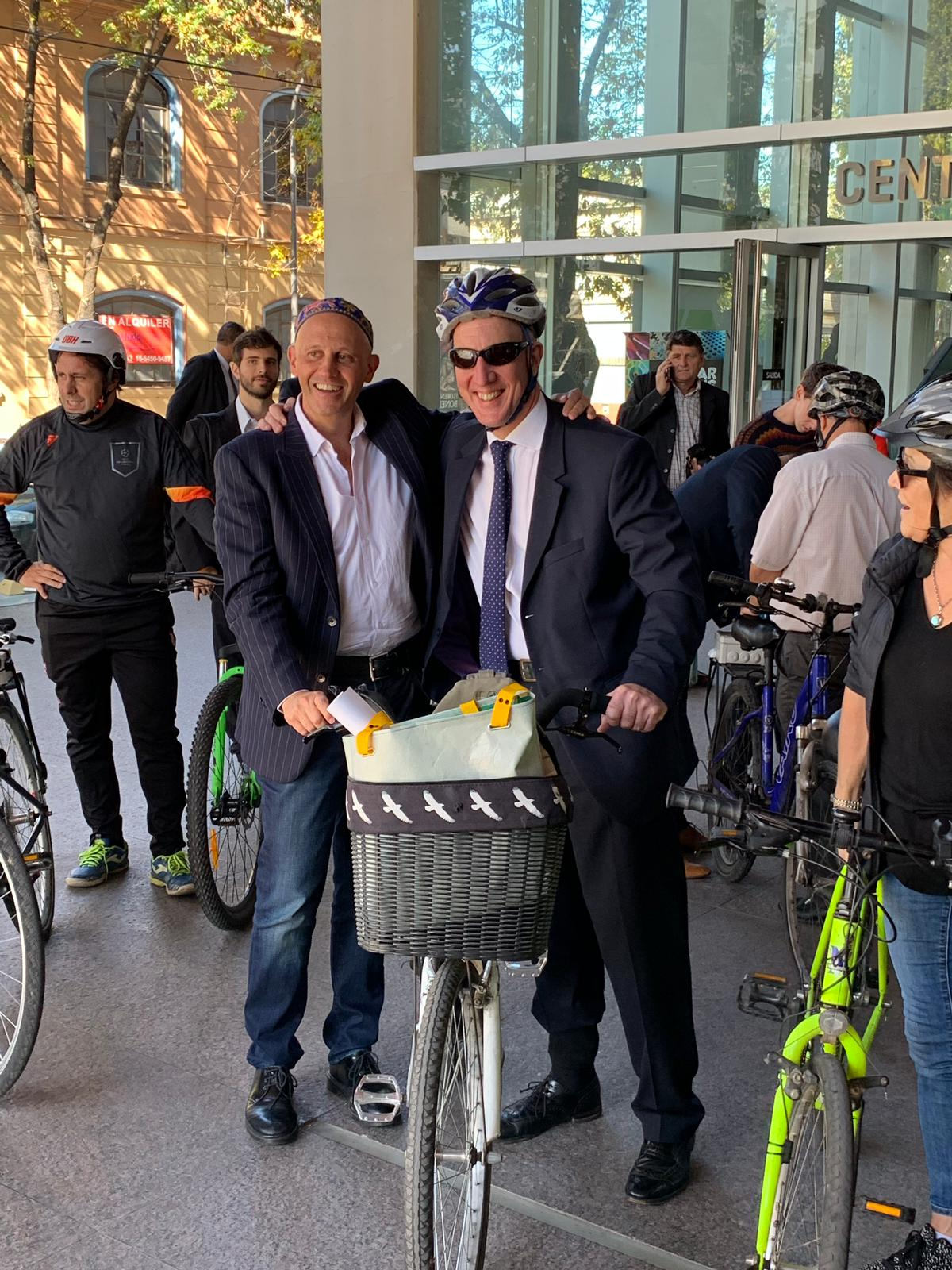 Argentinian minister for environment on bike with pollution sensor